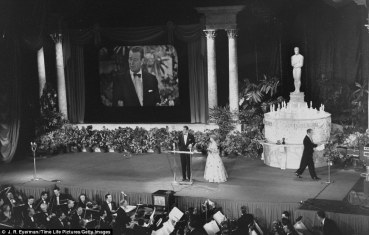 Oscar_ceremony_stage