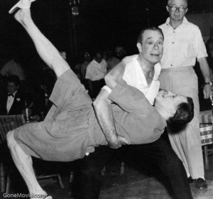 Joe E. Brown (Osgood Fielding III) teaches Jack Lemmon (Daphne) how to tango. Director Billy Wilder observes.