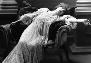 FW_fainting-victorian-lady