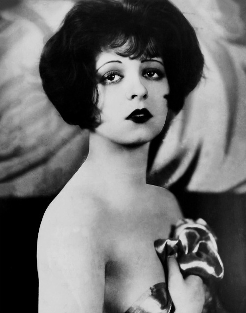 ClaraBow_shoulders