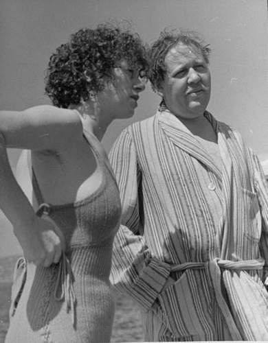 Elsa Lanchester and husband Charles Laughton on the French Riviera in 1938